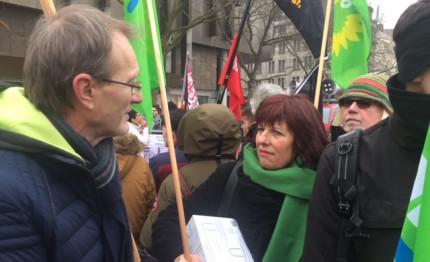 Ute Lamla mit Thomas Schremmer auf Demonstration